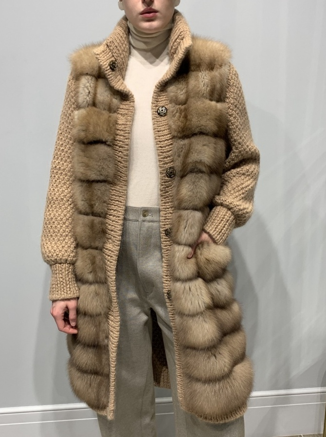 Вязаное пальто из кашемира Loro Piana с отделкой мехом куницы